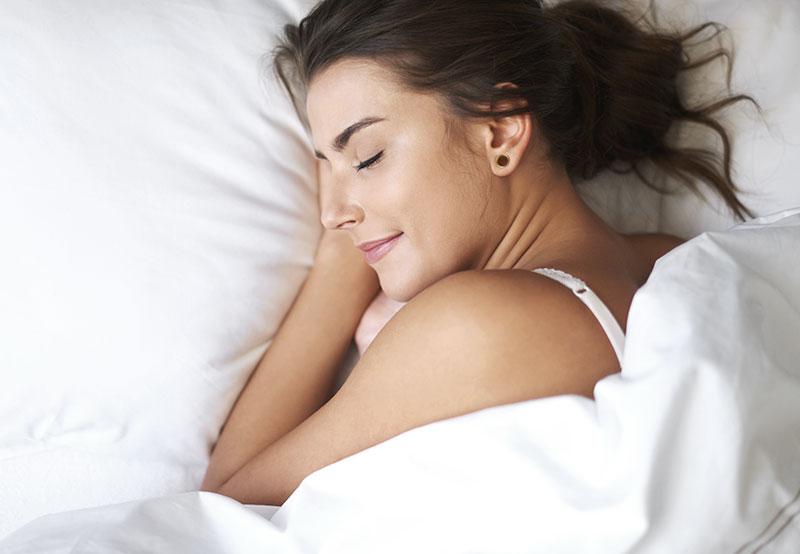 Entspannt schlafen dank sauberer Luft mit dem Röwa Luftreiniger