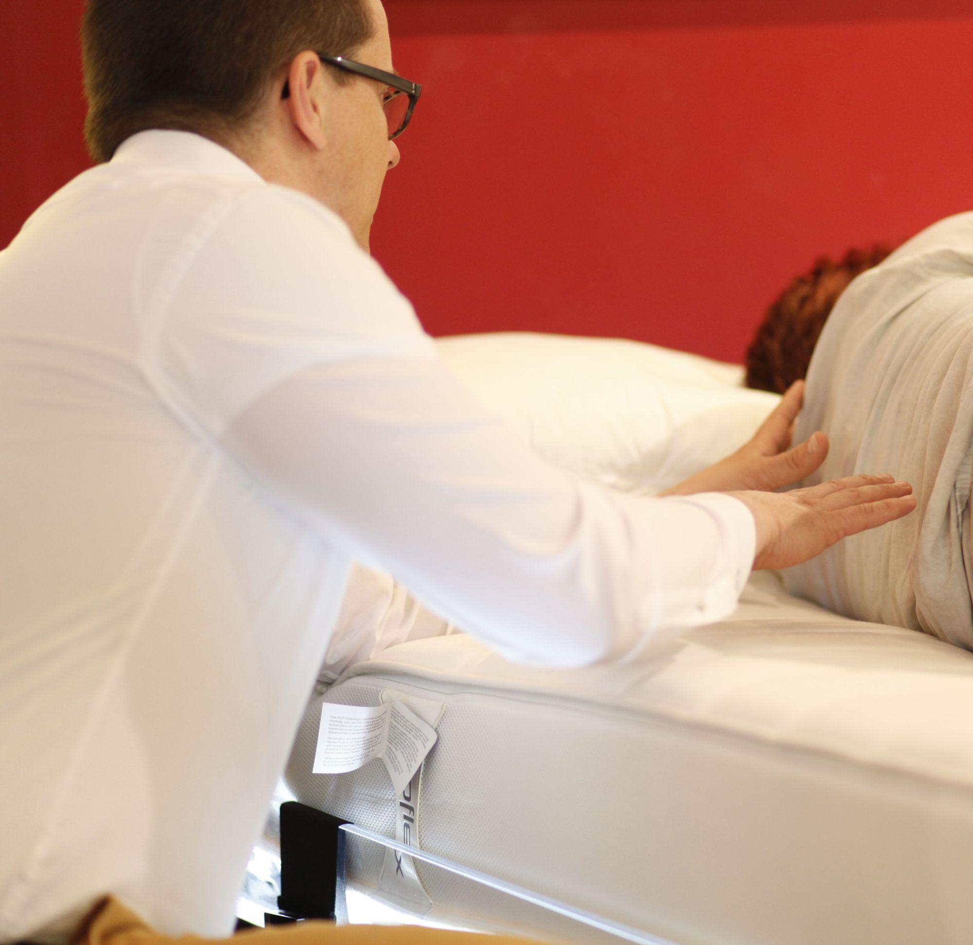 Beratung zu gutem Schlaf im Alter und zu Lattoflex in der Traumwerkstatt